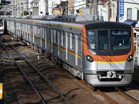 東京メトロ17000系 東横線内試運転の画像