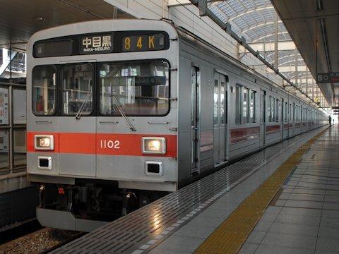 東京メトロ日比谷線の東横線直通電車の画像